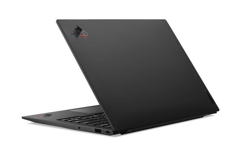 thinkpad x1 carbon black 768x768 رونمایی لنوو از لپتاپهای تینکپد X1 تیتانیوم یوگا وX12 Detachable اخبار IT