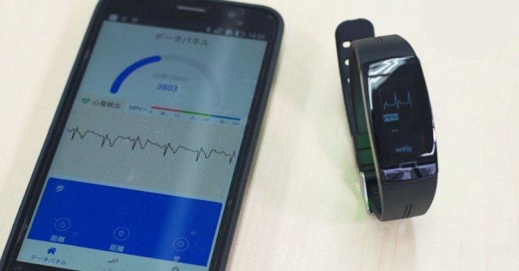 این گجت پوشیدنی بدون نیاز به سوزن ۲۴ ساعته قند خون را اندازه میگیرد