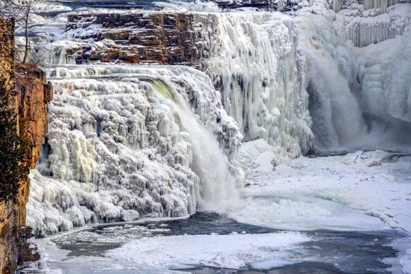 آبشارها چگونه یخ میزنند؟