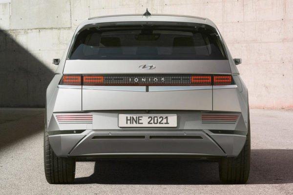 97 hyundai ioniq 5 2021 official images static rear 600x400 هیوندای loniq 5 برقی با طراحی خاص و حداکثر برد حرکتی 469 کیلومتر معرفی شد اخبار IT