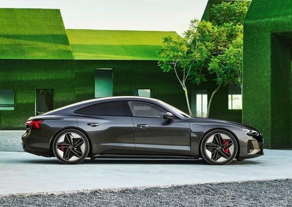 Audi RS e tron GT 2022 7 آئودی e tron GT با طراحی خیرهکننده معرفی شد؛ همزاد پورشه تایکان، رقیب تسلا مدل S اخبار IT