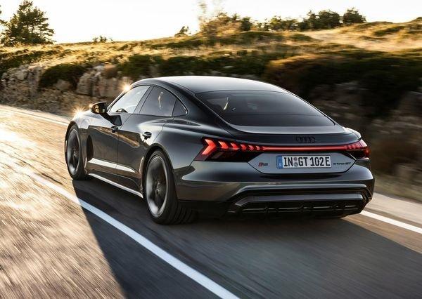 Audi RS e tron GT 2022 8 آئودی e tron GT با طراحی خیرهکننده معرفی شد؛ همزاد پورشه تایکان، رقیب تسلا مدل S اخبار IT
