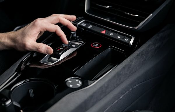 Audi e tron GT quattro 2022 39 آئودی e tron GT با طراحی خیرهکننده معرفی شد؛ همزاد پورشه تایکان، رقیب تسلا مدل S اخبار IT