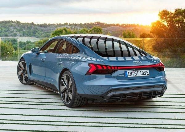 Audi e tron GT quattro 2022 59 آئودی e tron GT با طراحی خیرهکننده معرفی شد؛ همزاد پورشه تایکان، رقیب تسلا مدل S اخبار IT