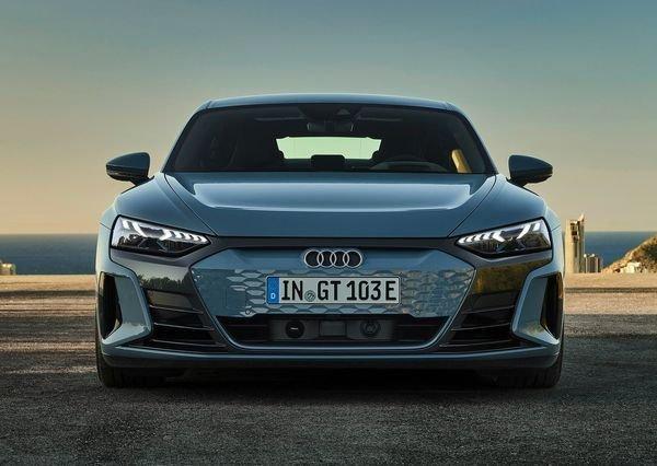 Audi e tron GT quattro 2022 9 آئودی e tron GT با طراحی خیرهکننده معرفی شد؛ همزاد پورشه تایکان، رقیب تسلا مدل S اخبار IT