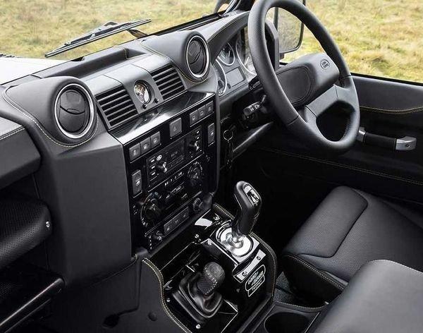 Land Rover Defender Works V8 Trophy 2021 18 لندرور دیفندر Works V8 Trophy معرفی شد؛ یک نسخه هیجانانگیز برای علاقهمندان آفرود اخبار IT
