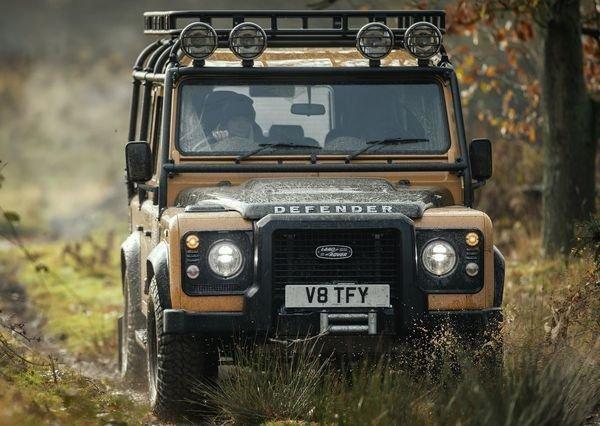 Land Rover Defender Works V8 Trophy 2021 4 لندرور دیفندر Works V8 Trophy معرفی شد؛ یک نسخه هیجانانگیز برای علاقهمندان آفرود اخبار IT