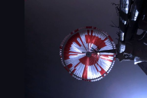 پیامهای مخفی در چتر نجات مریخنورد استقامت ناسا برملا شدند