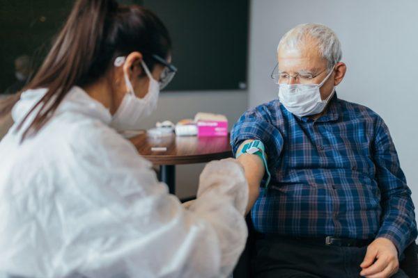 پژوهشگران اولویتبندی واکسیناسیون کرونا برای افراد مسن را منطقی میدانند