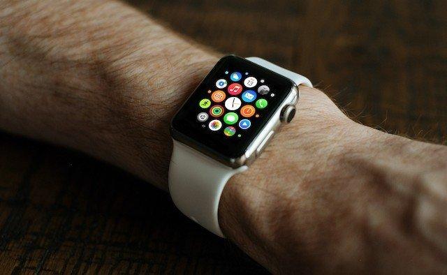 crew 22238 unsplash Apple Watch 640x394 اپل واچ میتواند به تشخیص علائم بیماری پارکینسون کمک کند اخبار IT