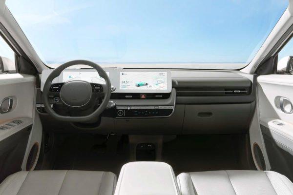dashboard hyundai ioniq 5 600x400 هیوندای loniq 5 برقی با طراحی خاص و حداکثر برد حرکتی 469 کیلومتر معرفی شد اخبار IT