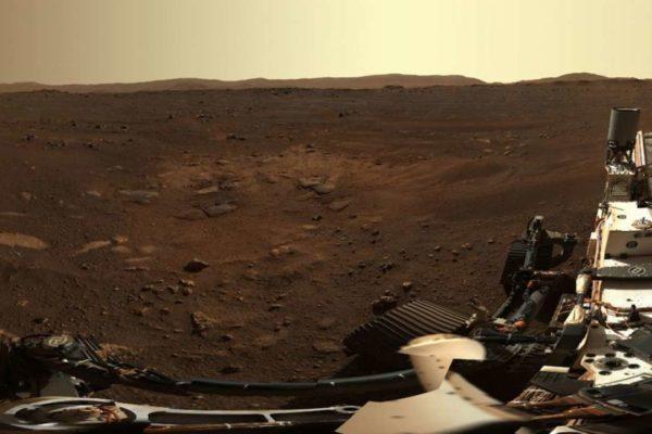 ناسا با اتصال ۱۴۲ عکس کاوشگر استقامت، یک تصویر پانوراما از مریخ منتشر کرد