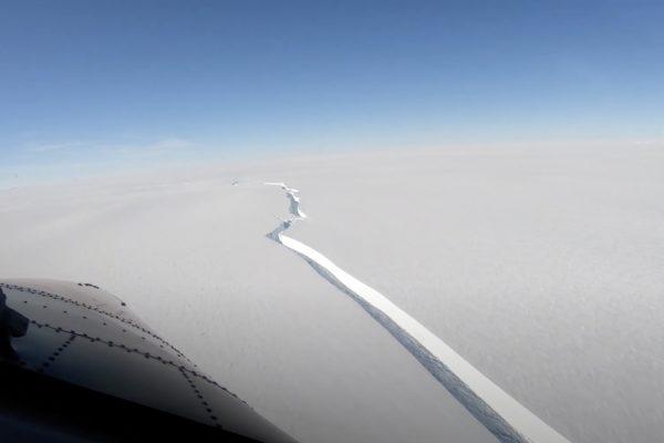 یک کوه یخی با ابعاد شهر لندن از قطب جنوب جدا شد
