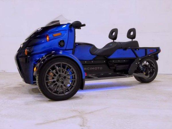 موتورسیکلت برقی و سه چرخ آرکیموتو رودستر
