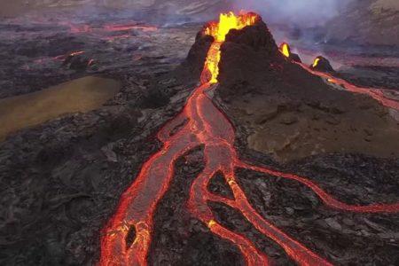 ویدیوی فوقالعاده فوران آتشفشان ایسلند از فاصله بسیار نزدیک