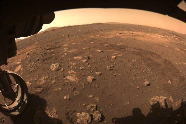 مریخ نورد استقامت برای اولین بار روی سیاره سرخ حرکت کرد