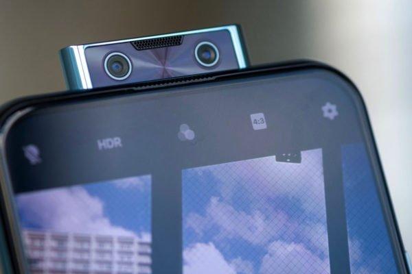 چرا دوربین سلفی پاپآپ در حال منسوخ شدن است؟
