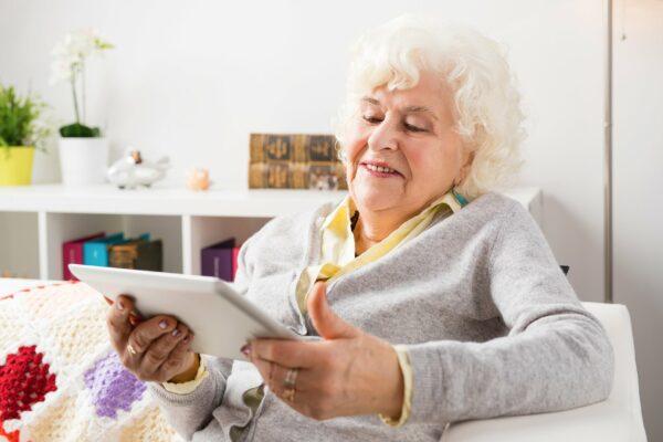 فضای مجازی به کاهش افسردگی و بهبود کیفیت زندگی افراد میانسال کمک میکند