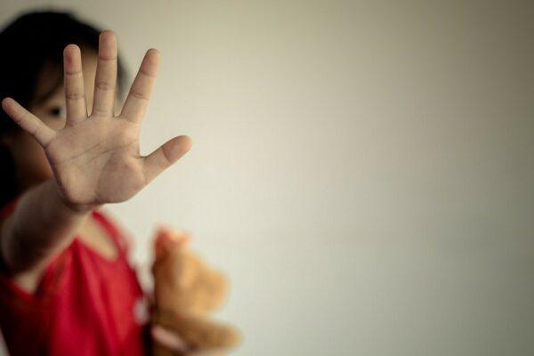 به دنبال شکار کودکان؛ مراقب سودجویان و آزارگران بچهها در اینترنت باشیم
