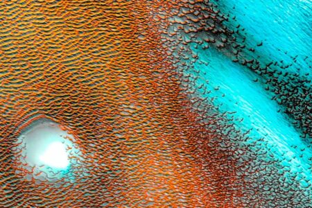 ناسا تصویری خیرهکننده از تلماسههای آبی مریخ منتشر کرد