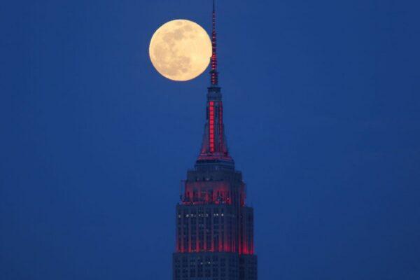 «ماه صورتی» دوشنبه ۶ اردیبهشت ماه آسمان برخی کشورها را مزین میکند