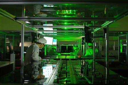 دانشمندان توانستند پس از ده سال تلاش، لیزری با توان ۱۰۰ زتاوات تولید کنند