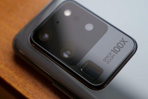 سامسونگ روی بهینه سازی قابلیت زوم دوربین گلکسی S22 اولترا کار میکند