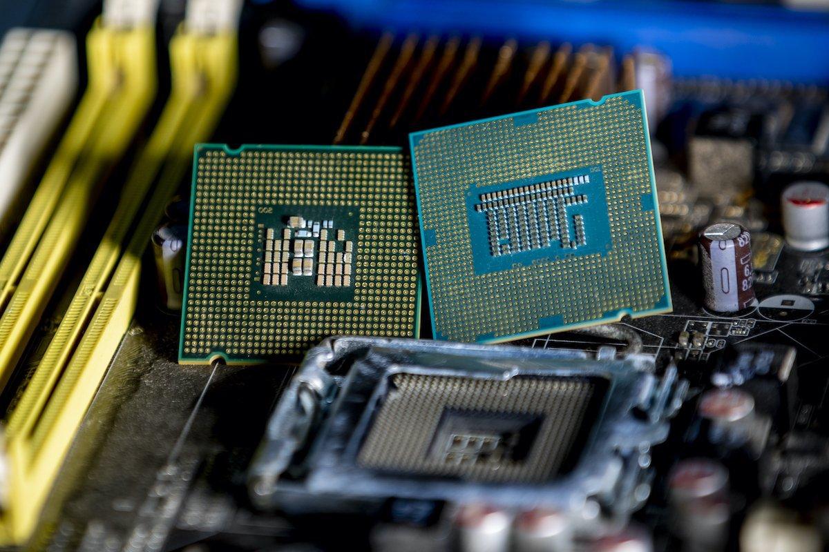 محققان سه آسیبپذیری جدید Spectre در پردازندههای اینتل و AMD کشف کردند