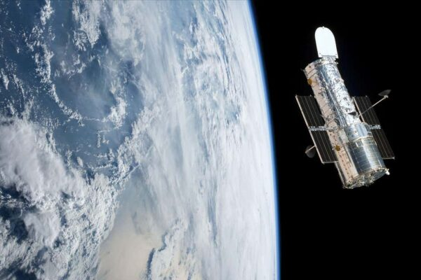 تلسکوپ فضایی هابل یکبار دیگر به ما در درک ماده تاریک کمک میکند