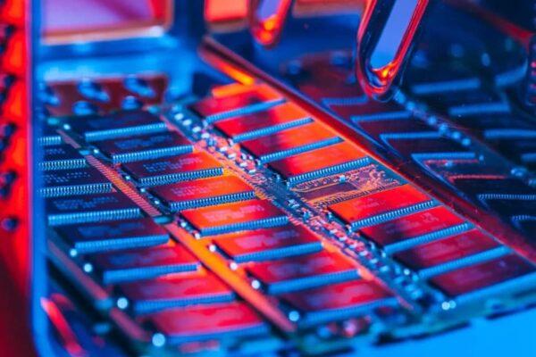 سامسونگ، اسکی هاینیکس و مایکرون به افزایش قیمت حافظههای DRAM متهم شدند