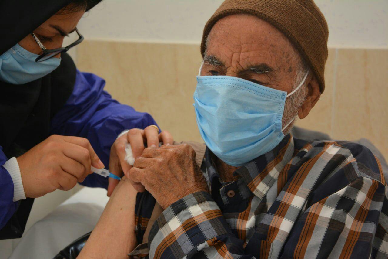 گزارش میدانی: سرگردانی در مراکز واکسیناسیون: به دنبال دز دوم واکسن کرونا