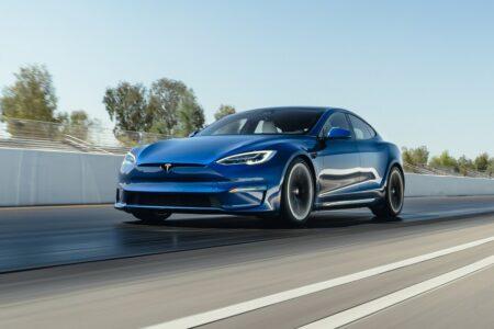 فروش فناوری رانندگی خودران به خودروسازان سنتی؛ راهکار جدید تسلا برای درآمدزایی
