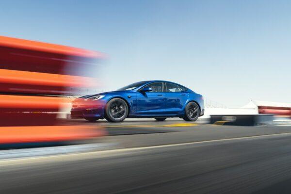 بررسی اولیه تسلا مدل S plaid؛ تسلا چگونه به شتاب صفرتا صد زیر ۲ ثانیه دست پیدا کرد؟