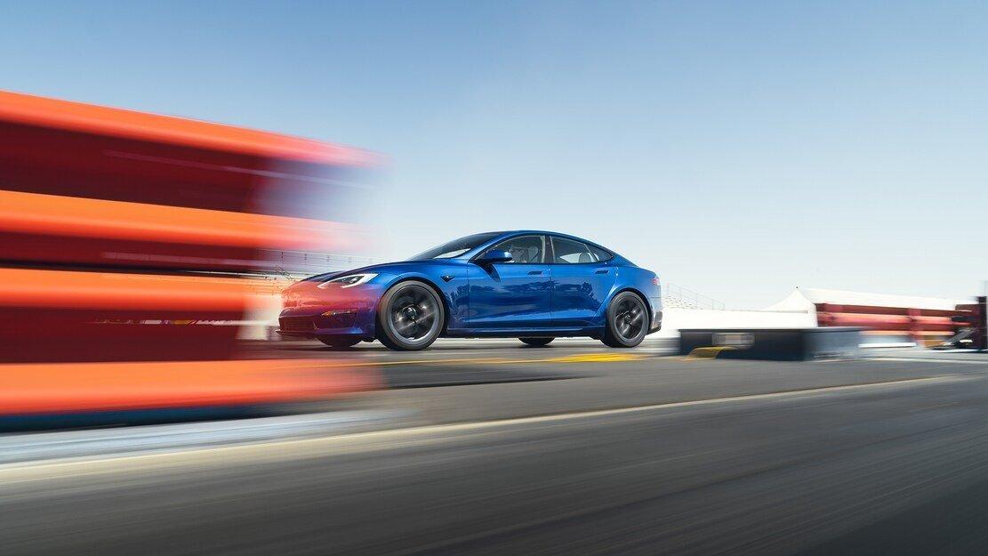 بررسی اولیه تسلا مدل S plaid؛ تسلا چگونه به شتاب صفرتا صد زیر 2 ثانیه دست پیدا کرد؟