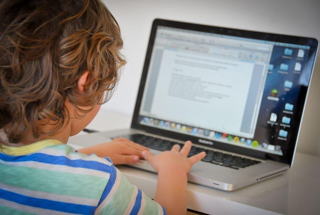 سند صیانت از کودکان تصویب شد: تعیین ردهبندی محتوای سنی پلتفرمها تا سال آینده