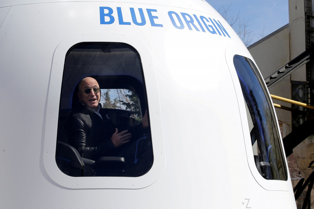 بلو اوریجین برای پرواز جف بزوس به فضا از اداره هوانوردی آمریکا مجوز گرفت