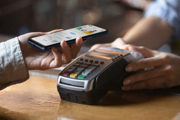 محقق امنیتی موفق به هک دستگاه خودپرداز به کمک NFC موبایل شد