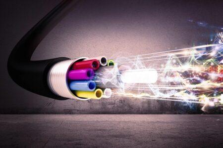 توشیبا رکورد ارتباط کوانتومی را با ۶۰۰ کیلومتر فیبر نوری شکست
