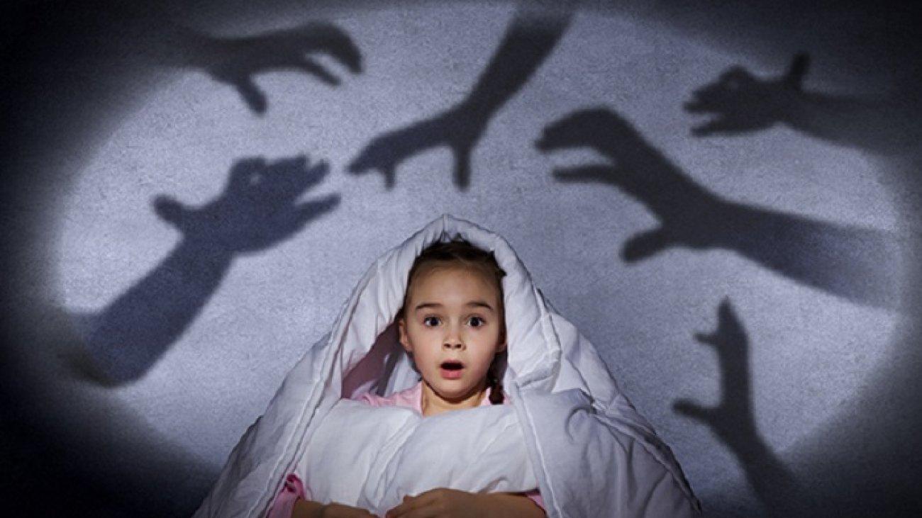 پژوهشی جدید: ترس از تاریکی میتواند به عملکرد مغز ارتباط داشته باشد نه هیولای زیر تخت
