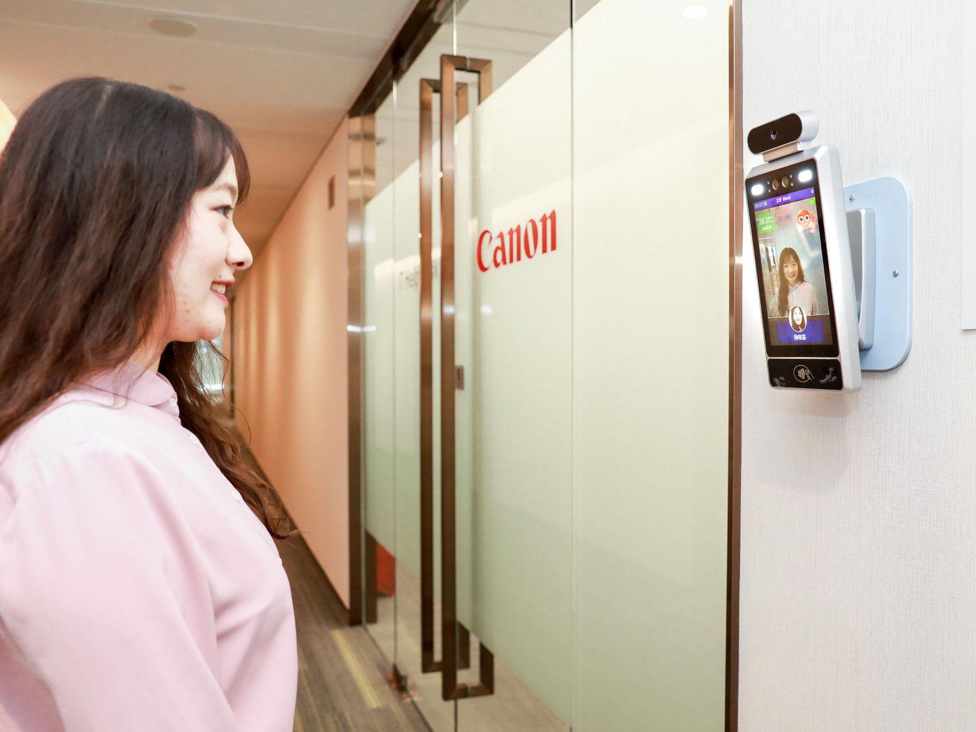 کانن با دوربینهای هوش مصنوعی فقط افراد خندان را به شرکت راه میدهد