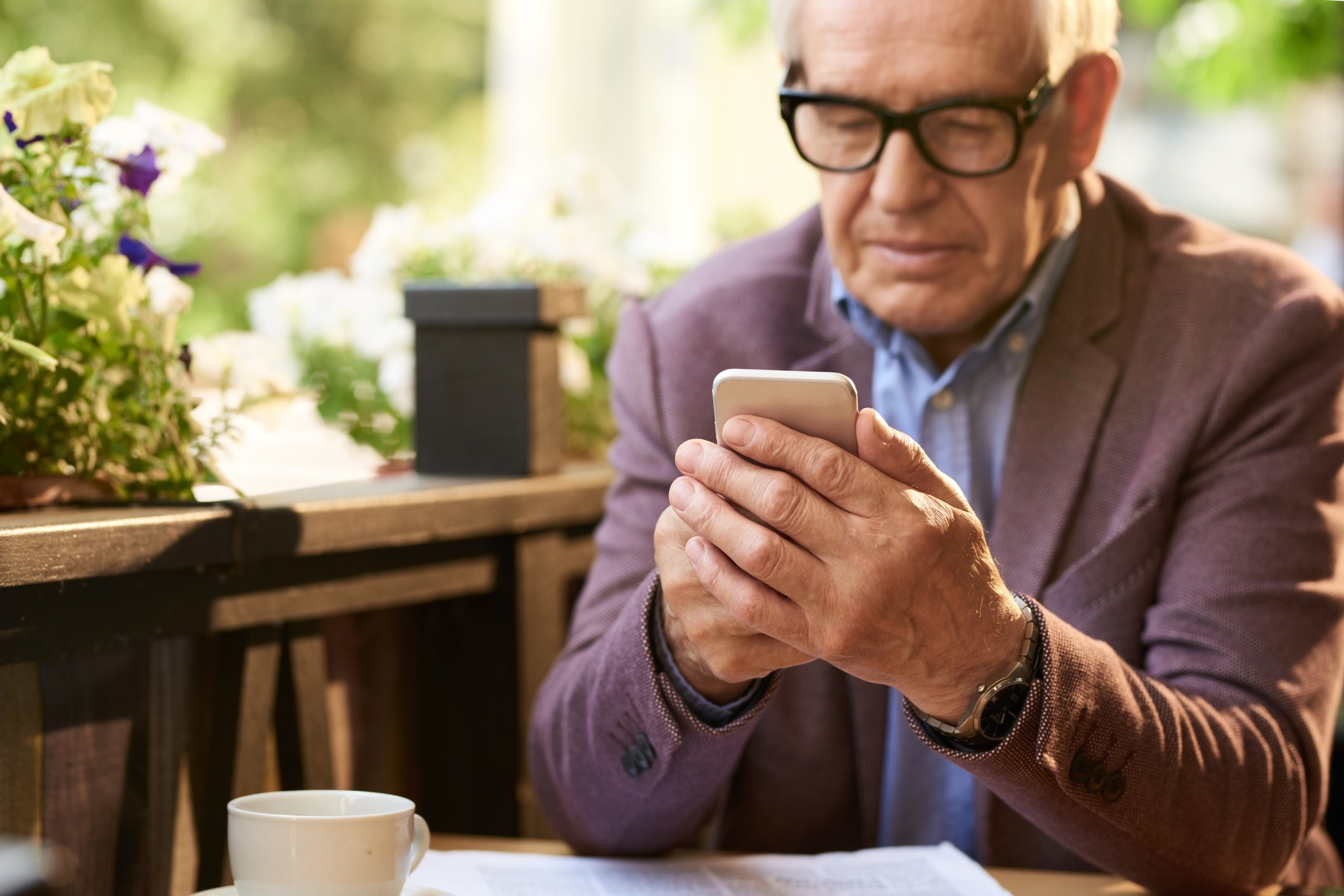دادههای آماری از افزایش تعداد کاربران سالمند گوشیهای هوشمند خبر میدهند