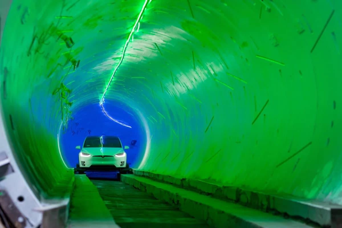 سیستم حمل و نقل فوق سریع زیرزمینی بورینگ اولین مسافران را جابهجا میکند