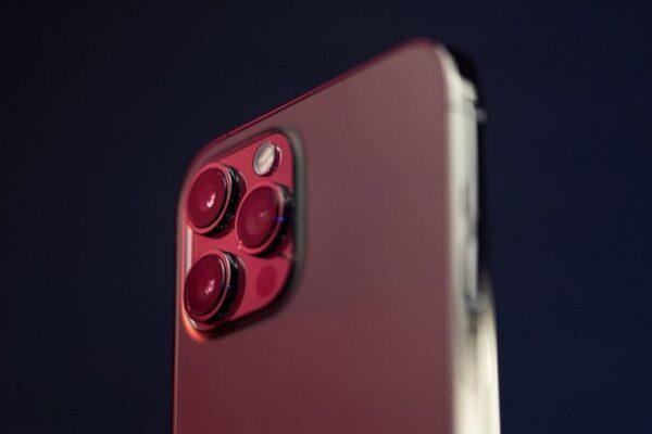 ماکت آیفون ۱۳ طراحی ماژول دوربین آن را به خوبی نشان میدهد
