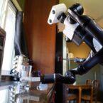 این ربات تویوتا هنگام تمیز کردن خانه، از خودش ویدیوی سلفی میگیرد [تماشا کنید]