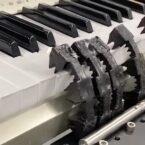 توسعه ربات نرمی که با حافظه پنوماتیک پیانو مینوازد [تماشا کنید]