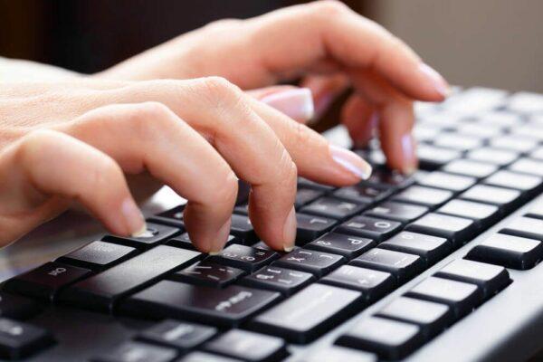 چرا باید تایپ ده انگشتی را یاد بگیریم