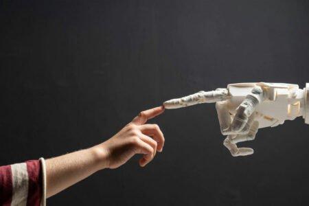 این ماده جدید میتواند حس لامسه و خود ترمیمی را برای رباتها فراهم کند [تماشا کنید]