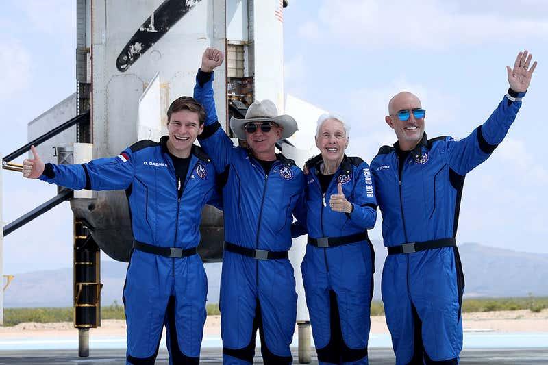 طبق قوانین جدید آمریکا جف بزوس و ریچارد برانسون فضانورد نیستند