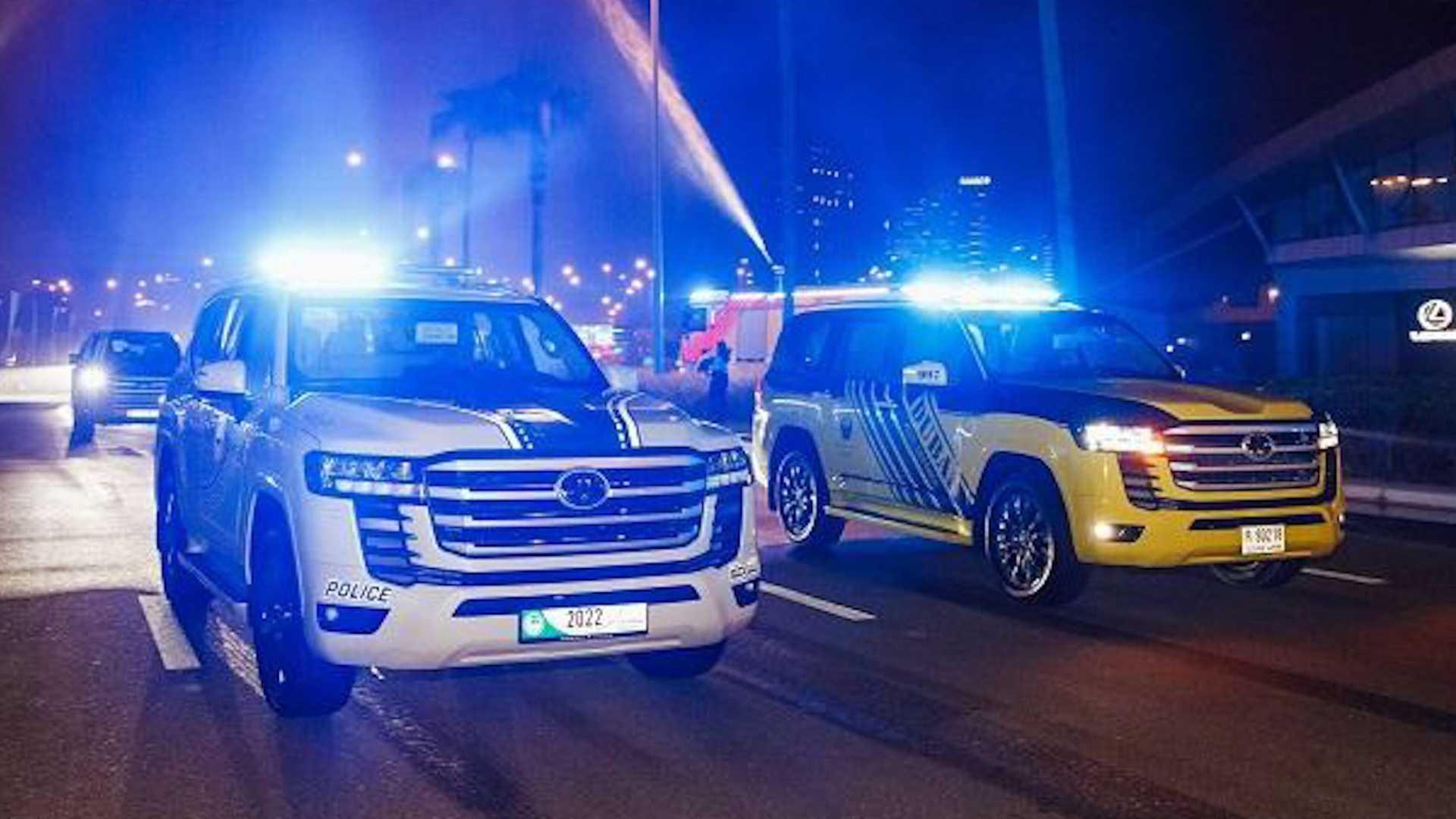 تویوتا لندکروز 2022 خودرو جدید پلیس کشور امارات