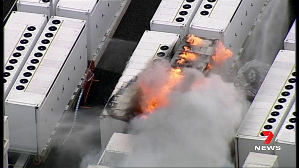 یکی از بزرگترین باتریهای جهان هنگام آزمایش آتش گرفت؛ تسلا در تلاش برای رفع مشکل